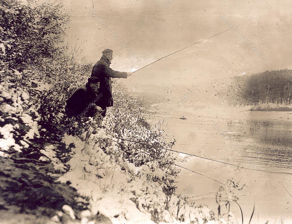 Паустовский на рыбной ловле с неизвестным